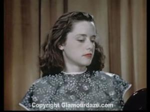 Vintage-1940s-makeup-tutorial-7--mirror