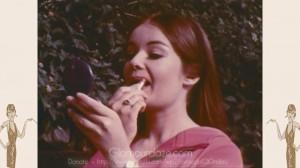 vintage-1960s-makeup-tutorial19---lip-gloss