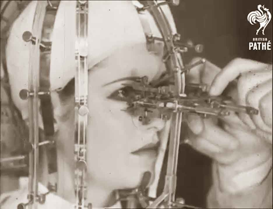 The-Beauty-Measurer---by-Max-Factor---1933