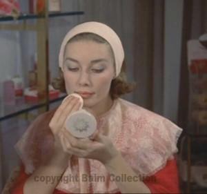 9-1960s-makeup-tutorial-powder-lips