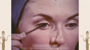 vintage-1960s-makeup-tutorial17--mascara