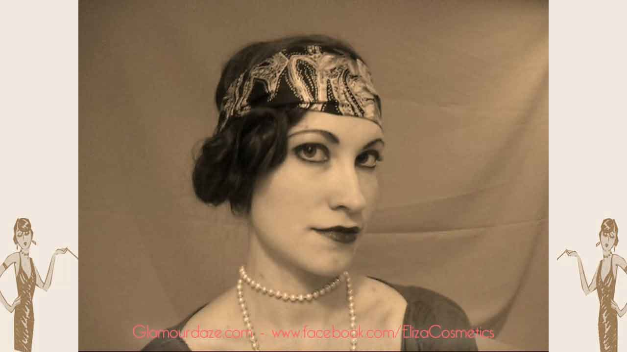 7 Steps To Perfect 1920s Flapper Lips Vintage Makeup Guides - 1920s-makeup-s