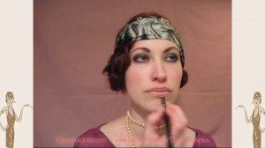 flapper-lips---a-quick-1920s-makeup-tutorial4--enhance-lower-lip